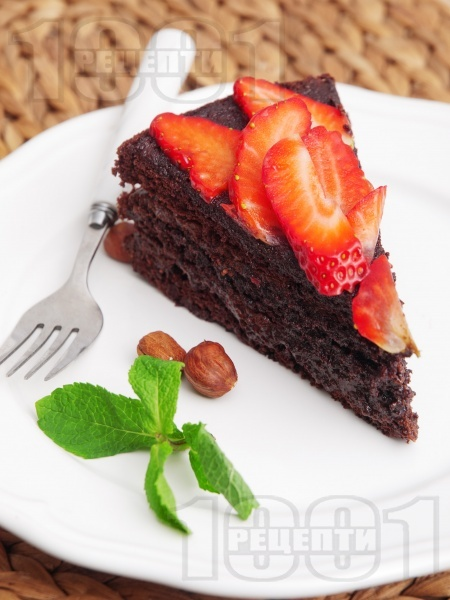 Торта с какаови блатове, шоколадов крем и ягоди - снимка на рецептата